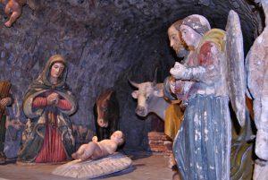 Altobello Persio, Presepe in pietra policroma, Matera, Cattedrale, part della Sacra Famiglia e Angeli suonatori